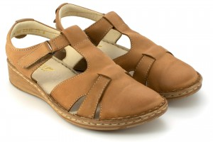 Women's sandals on a flat sole, with concealed nose leather fastening strip - bronze - Escott