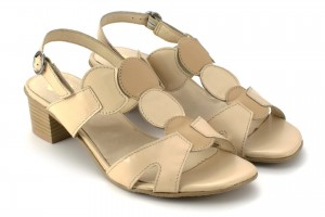 Sandals medium heel, leather smooth leather, fastened the clasp - beige - Escott